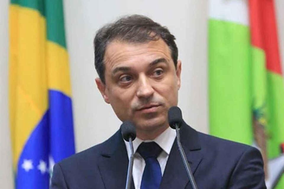 Lewandowski mantém julgamento de impeachment do governador de SC
