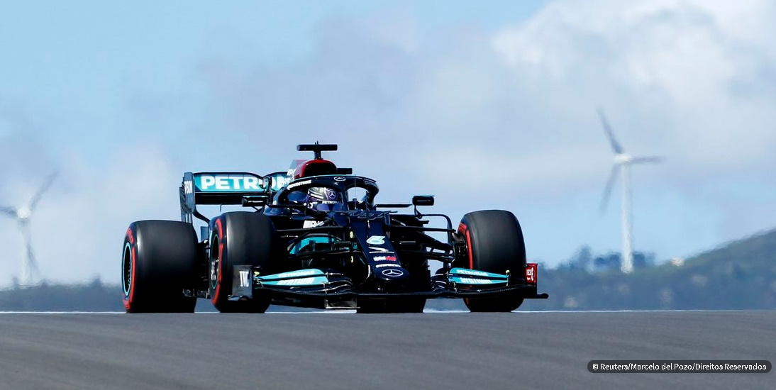 Hamilton volta a liderar em treino do GP de Portugal de Fórmula 1; Pilotos britânicos engrossam boicote a redes sociais contra ofensas