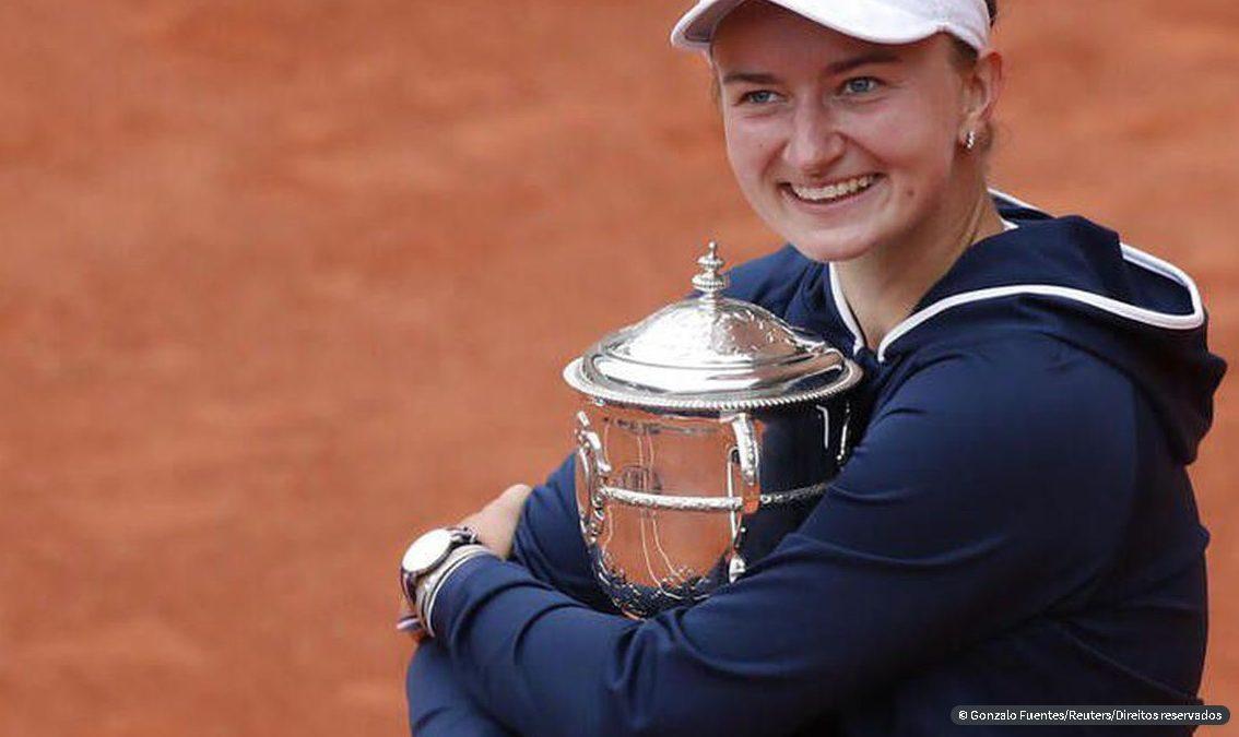 Tenista tcheca Krejcikova é campeã de Roland Garros