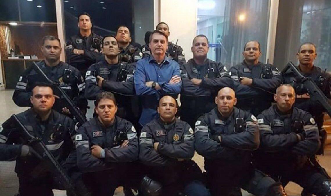 Bolsonaro acena ao baixo escalão das Forças Armadas, além das Polícias Militares e Bombeiros