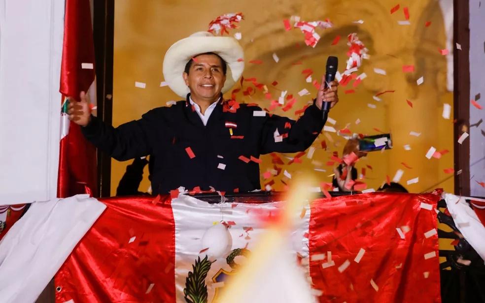 """Bolsonaro diz que eleição no Peru foi """"esquisita"""" e defende voto auditável"""