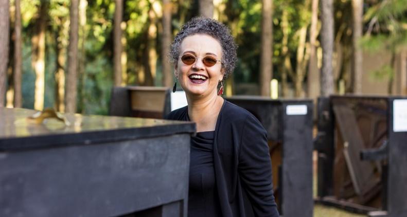 """Catarina Domenici: Sempre fui olhada de canto pelos pianistas, digamos, """"mais tradicionais"""", por tocar muita música contemporânea, tocar com percussão"""