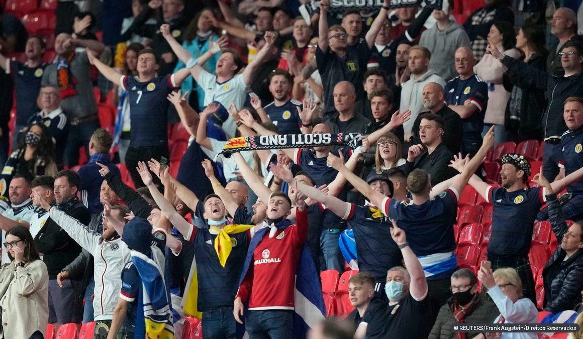 Covid-19: público em estádios na Euro leva a aumento de casos, diz OMS