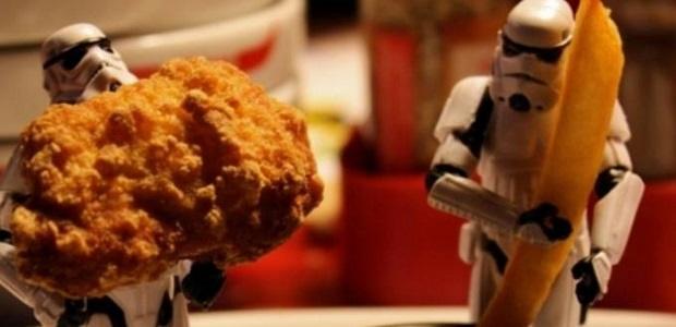 Trabalhadora obrigada a comer fast food será indenizada