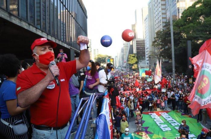 Manifestantes fizeram atos contra Bolsonaro em centenas de cidades brasileiras e no exterior