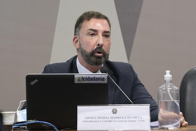 Bolsonaro nomeia procurador que pediu para arquivar inquérito sobre Flávio