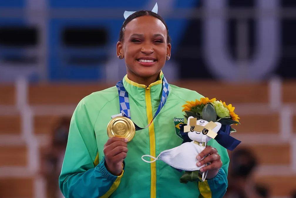É OURO! Rebeca Andrade é 1ª brasileira a ganhar duas medalhas em uma única edição das Olimpíadas