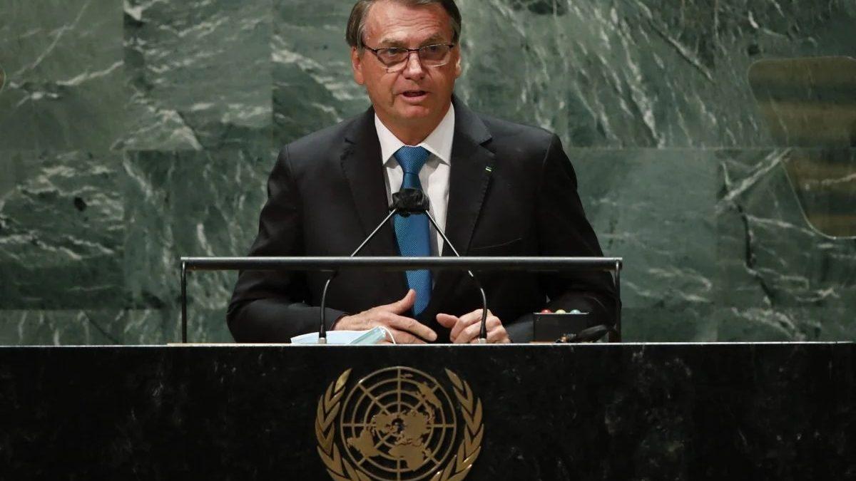 Uma cena de embaixada vendo o discurso de Bolsonaro na ONU