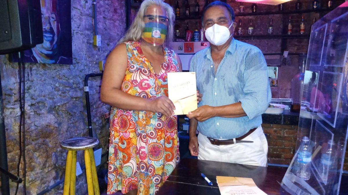 Siro Darlan recebe comunidade LGBTQIA+ em noite de autógrafos